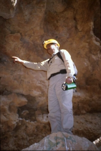 Geologist Mohammed Halawani discussing formations in Dahl Murubbeh